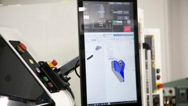 世界初!Fusion 360搭載の切削加工機が実現する高効率な製作現場(岩間工業所 弘田舞氏)